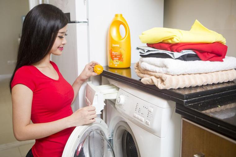 Cách Giặt Quần Áo Bị Dính Dầu Máy Bằng Máy Giặt