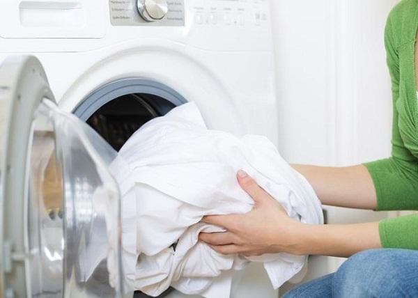 cách giặt quần áo trắng bằng máy giặt