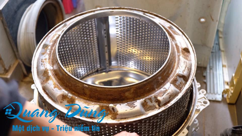 hình ảnh quá trình bảo dưỡng vệ sinh máy giặt electrolux