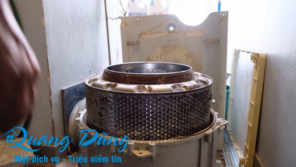 hình ảnh làm bảo dưỡng vệ sinh máy giặt electrolux