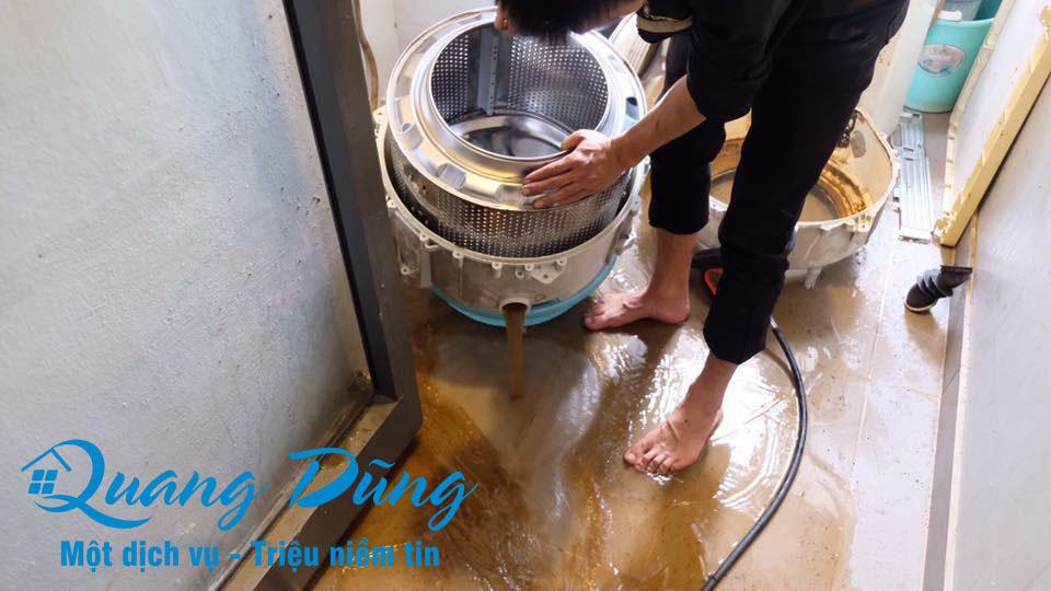 hình ảnh làm bảo dưỡng vệ sinh máy giặt electrolux 02