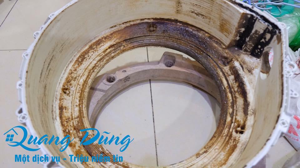 hình ảnh làm bảo dưỡng vệ sinh máy giặt electrolux 04