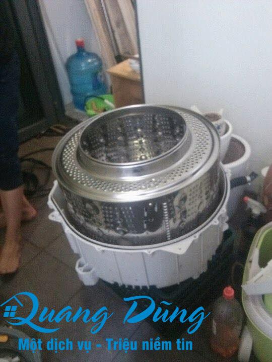 hình ảnh làm bảo dưỡng vệ sinh máy giặt electrolux 05