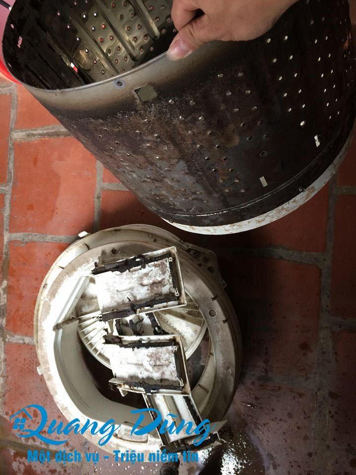 hình ảnh làm bảo dưỡng vệ sinh máy giặt electrolux 06