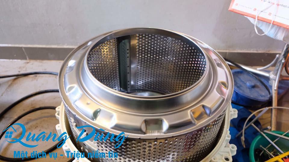 hình ảnh làm bảo dưỡng vệ sinh máy giặt electrolux 07